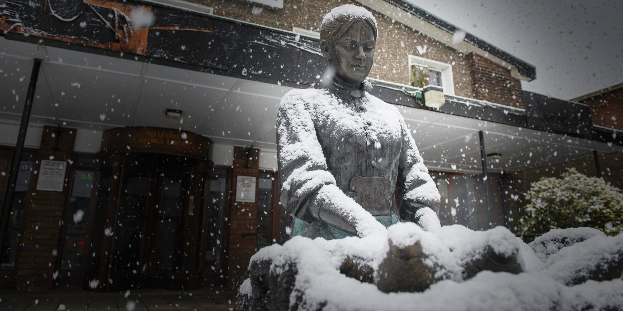 KW1TRT Manchester, UK. 29th Dec, 2017. Snowfall on a sculpture outside the George Lawton Hall in the Pennine village of Mossley, Greater Manchester on Friday 29th December 2017. Credit: Matthew Wilkinson/Alamy Live News